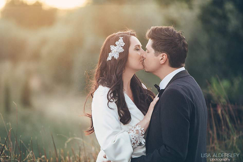 Bride and groom kissing in the evening light in Portugal