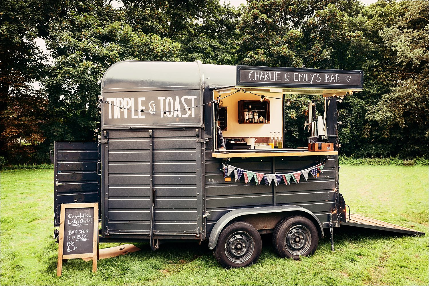 Horse box bar by Tipple and Toas at Bedfordshire tipi wedding